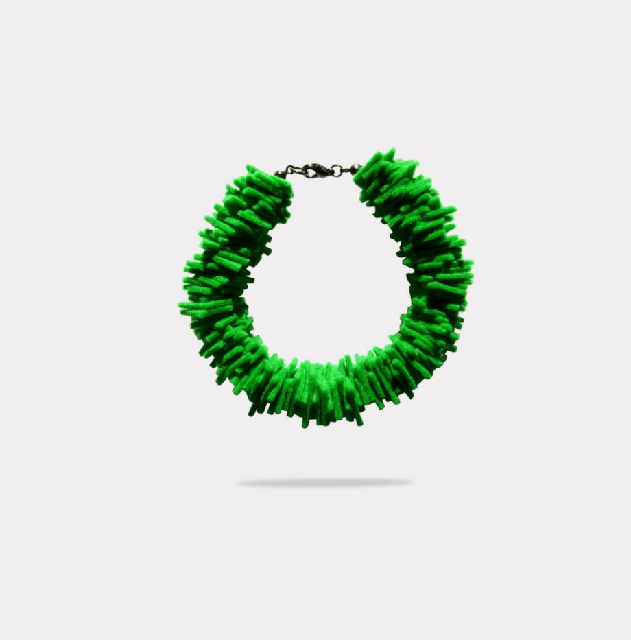 joyeria-creativa-plusera-verde-03-caprichos-creativos